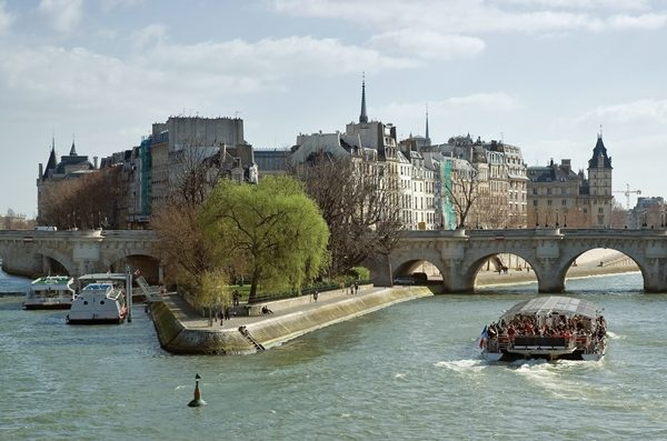 Ile de la cite, tourist boats