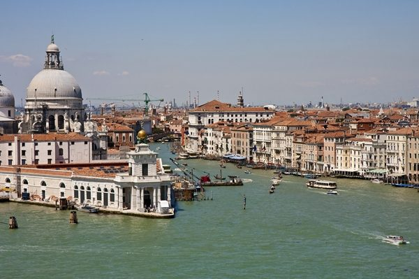 canals-in-venice