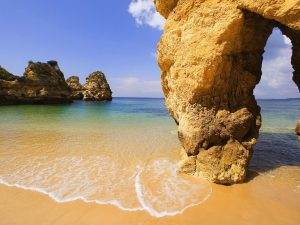 How To Get Last Minute Travel To Algarve, Portugal
