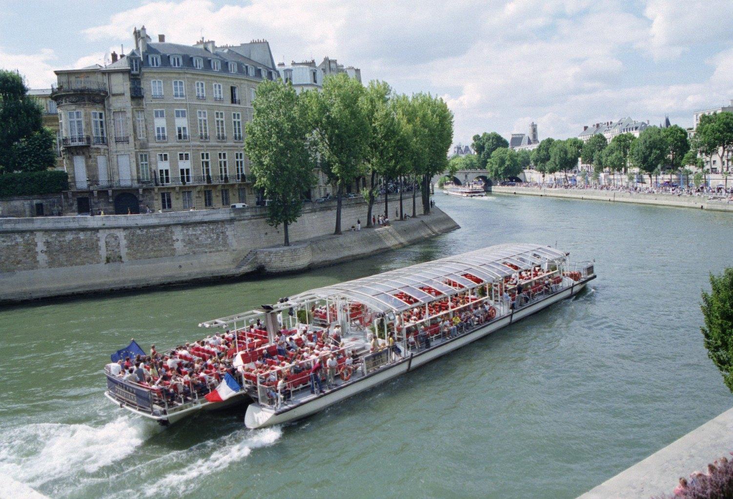 Paris-bateau-parisien