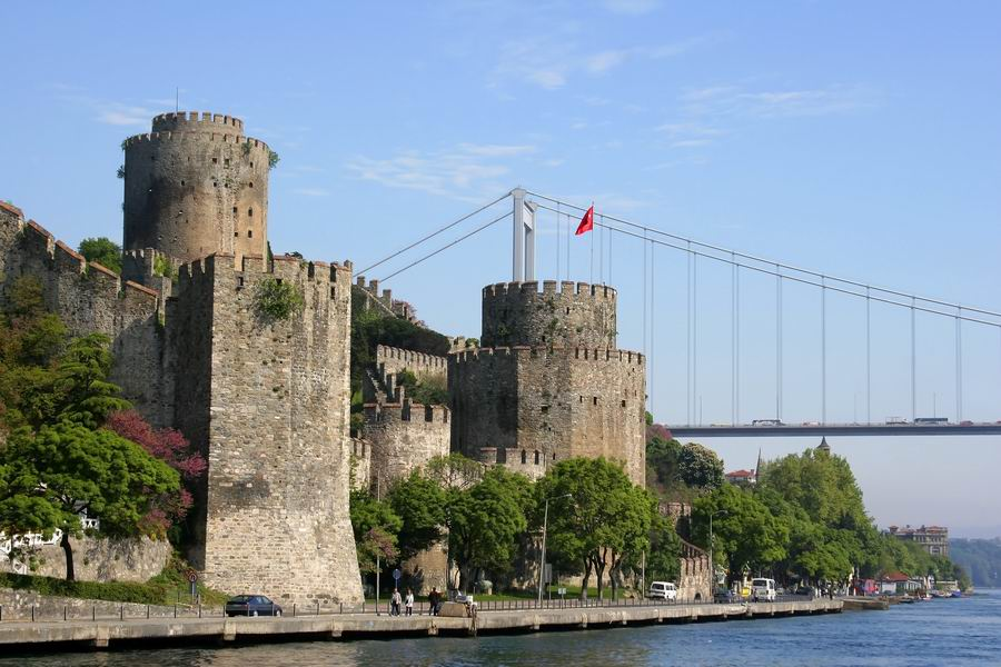 Fatih Sultan Mehmet Bridge and Europa´s castle on Bosporus